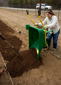 Adding compost to an installation
